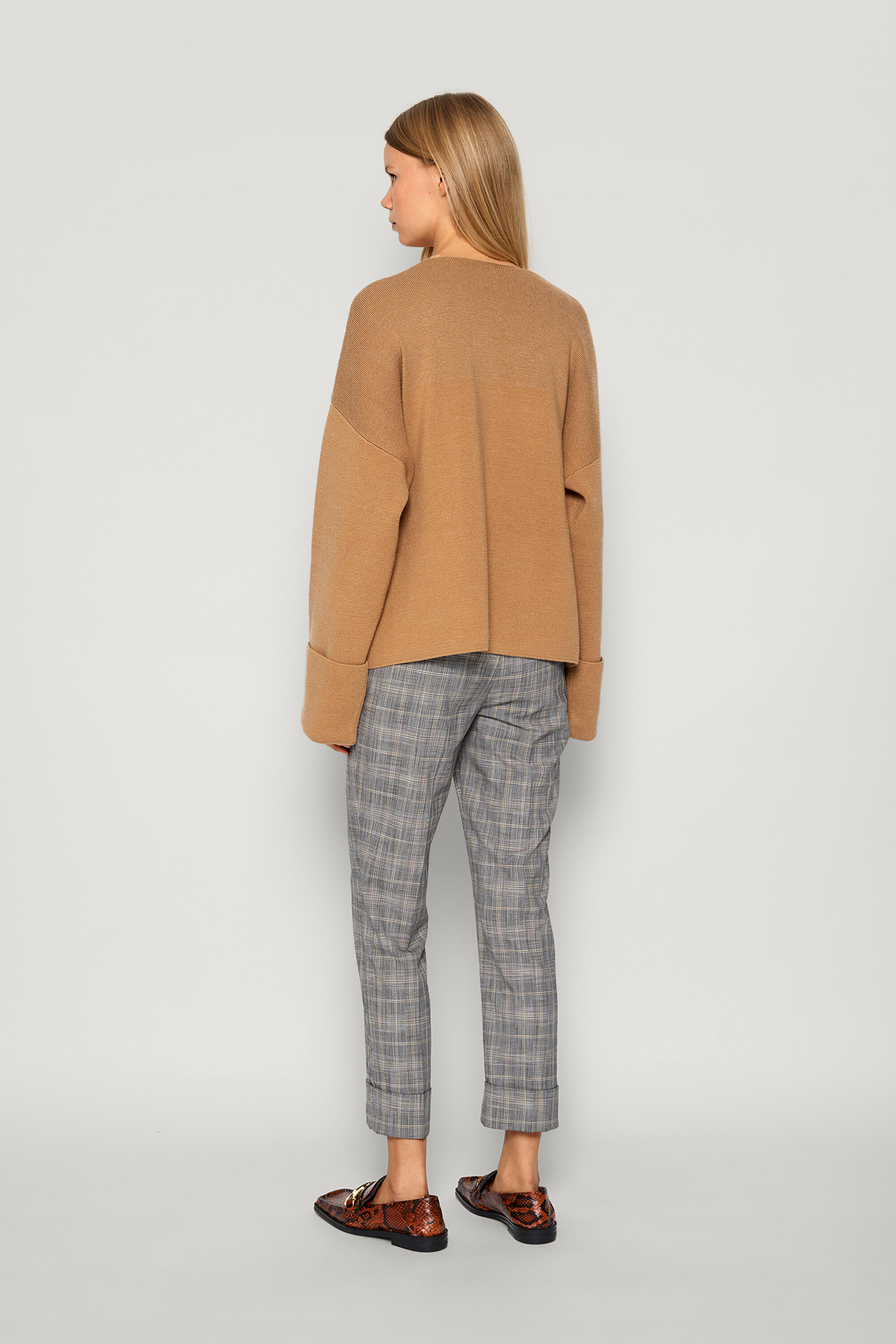 Coalbee Sweater Camel Doe This soft, thick-knit jumper features a deep V-neck and dipped hem - detail image