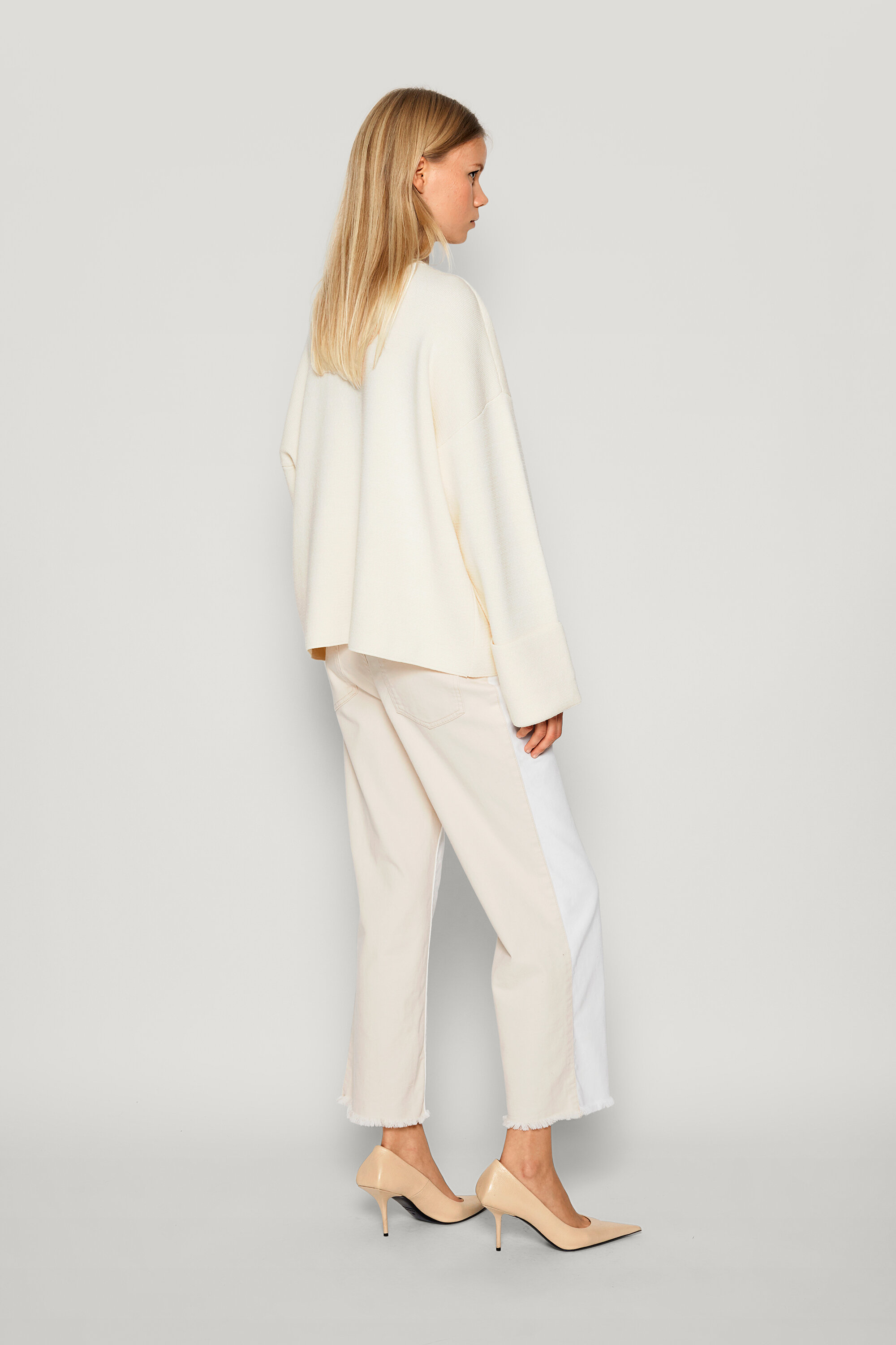 Coalbee Sweater Creamy Eggnog This soft, thick-knit jumper features a deep V-neck and dipped hem - detail image
