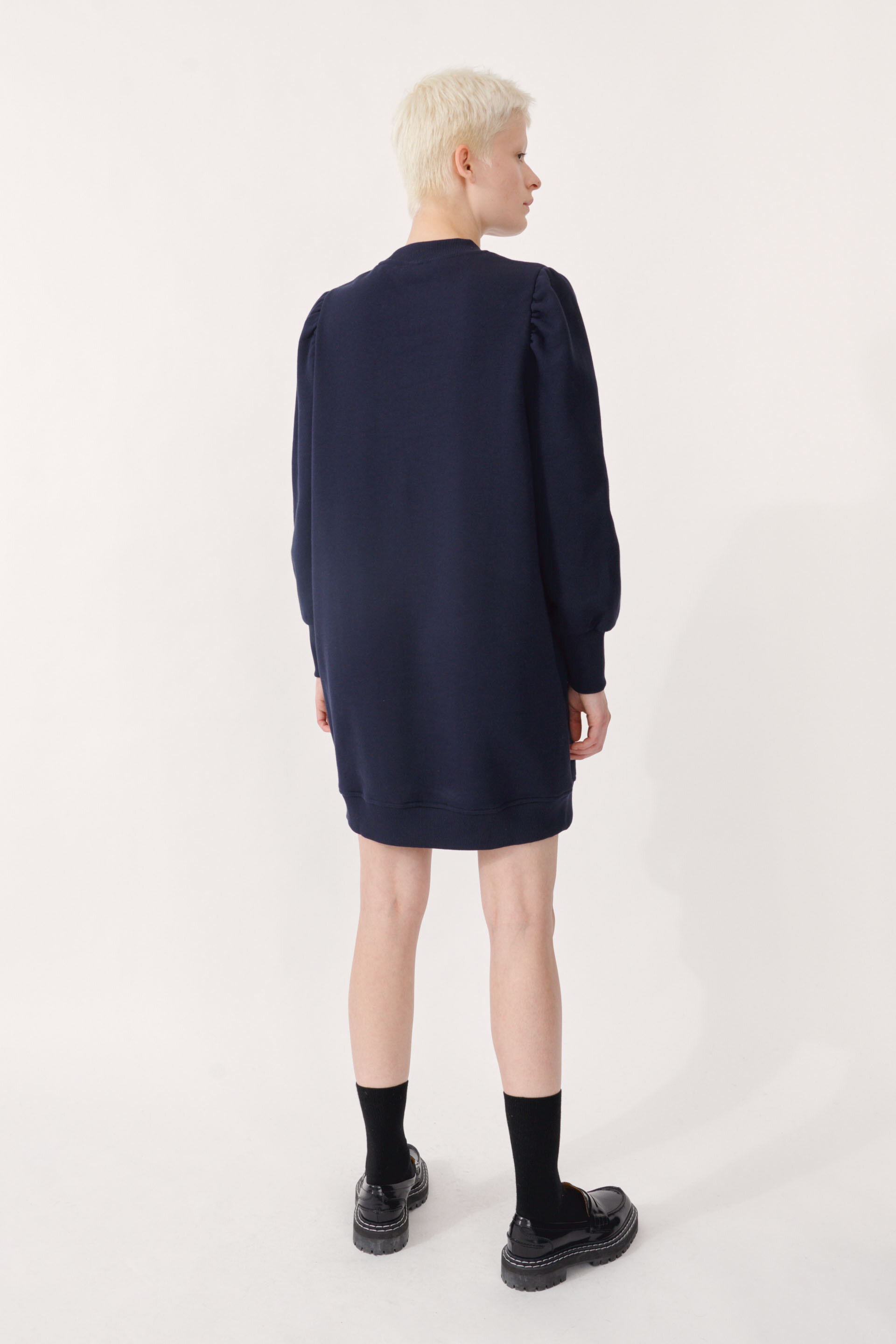 Jeen Dress Night Sky This sweatshirt dress has slightly puffed sleeves at the shoulder - detail image