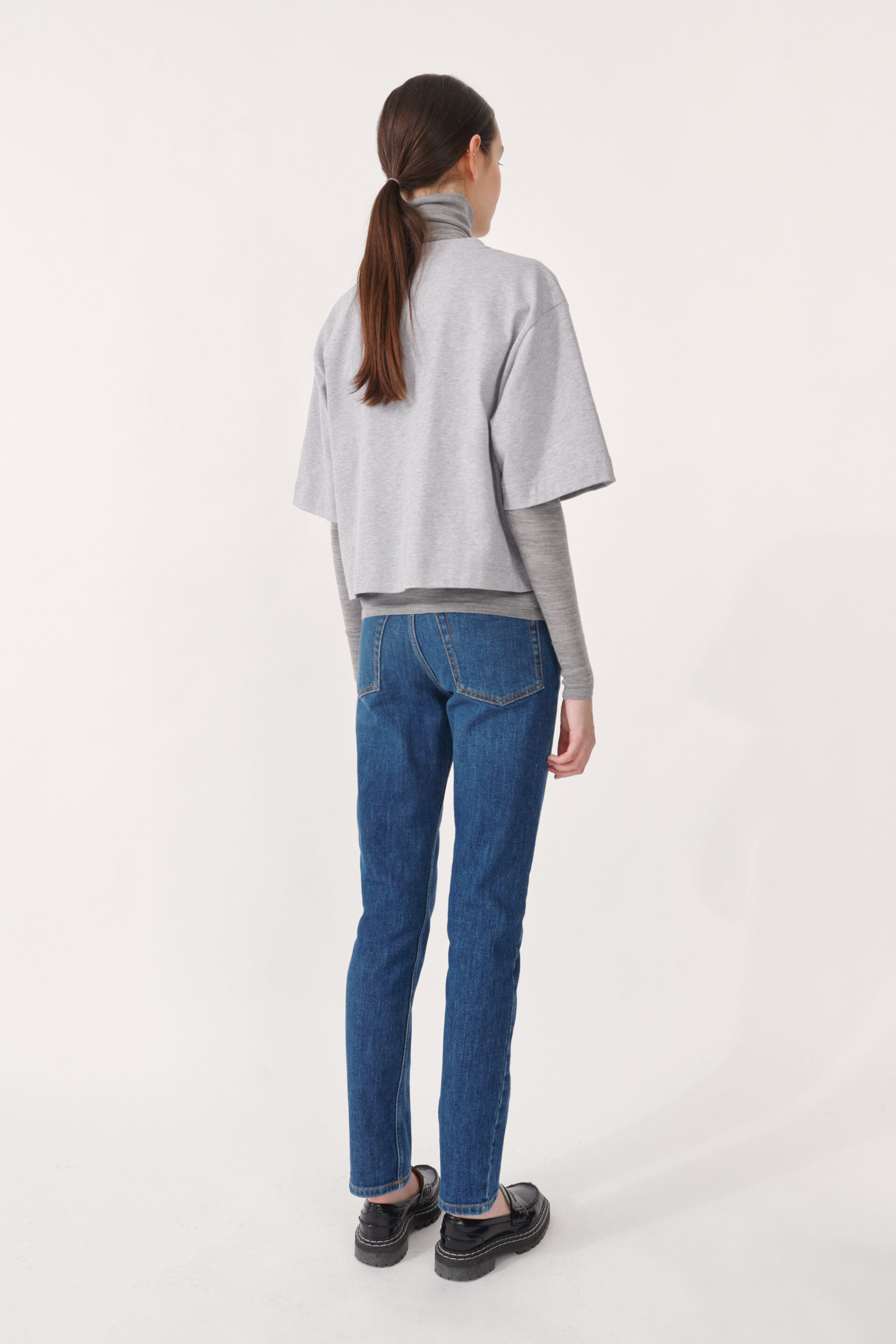 Jiana T-shirt Grey Melange An oversized, boxy t-shirt with a cropped silhouette - detail image