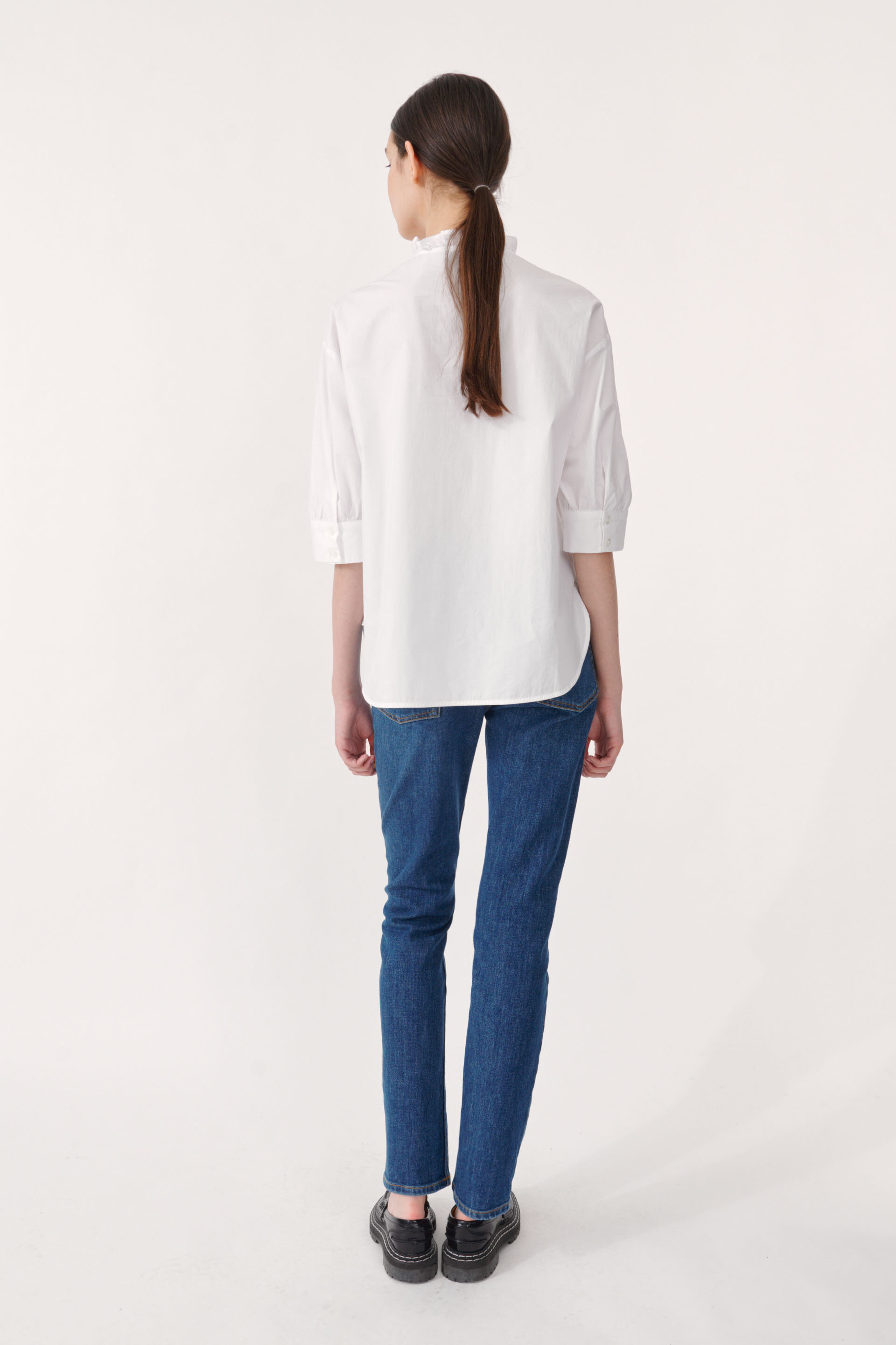 Merelle Blouse Bright White This crisp, light blouse with buttons in the front and a high, ruffled neck - detail image
